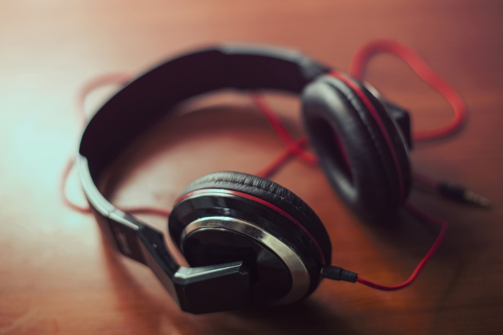 headphones 4